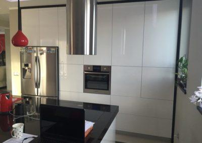 Realizacje kuchnie nowoczesne 16 400x284 Meble kuchenne na wymiar