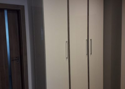 Realizacje szafy 1 400x284 Szafy przesuwane i otwierane