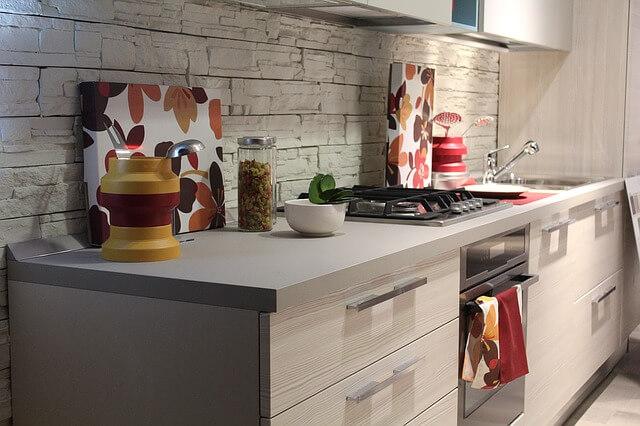 jakie wykonczenie frontow do mebli kuchennych Jakie fronty do mebli wybrać? Które wykończenie frontów sprawdzi się najlepiej?