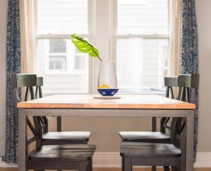 nietypowy stol na wymiar propozycje 300x244 Nietypowe stoły na wymiar   przegląd propozycji