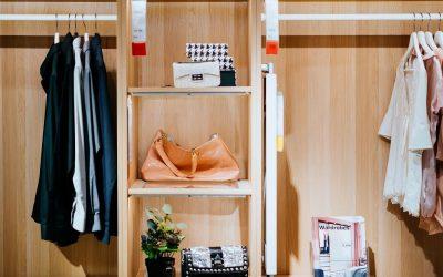 funkcjonalna garderoba na wymiar na poddasze 400x250 Garderoby na wymiar