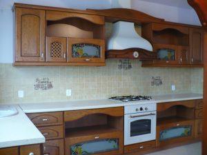 tradycyjne meble kuchenne drewniane 300x225 Jakie drewniane meble do kuchni wybrać: klasyczne czy nowoczesne?