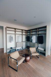 garderoba na wymiar zamknieta czy otwarta 200x300 Garderoba na wymiar w sypialni – jak ją z głową zaplanować?