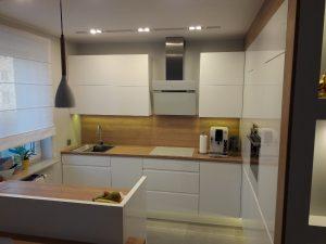 meble do kuchni nowoczesne biale 300x225 4 pomysły na aranżację mebli na wymiar w nowoczesnej kuchni