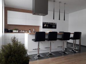 szafki bez uchwytow meble na wymiar 300x225 4 pomysły na aranżację mebli na wymiar w nowoczesnej kuchni