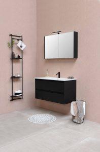 wiszaca szafka lazienkowa z lustrem 197x300 Szafka łazienkowa na wymiar – jak ją dobrze zaprojektować?