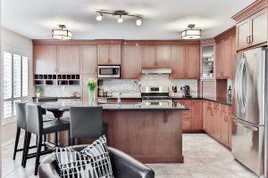 meble kuchenne tradycyjne a nowoczesne roznice 300x200 Jak zaprojektować meble na wymiar do kuchni klasycznej – 4 przydatne wskazówki