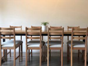 ksztalty stolow do jadalni na wymiar 300x225 Jaki stół na wymiar do jadalni wybrać? 5 propozycji