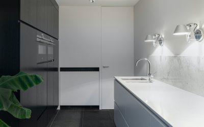 kuchnia na wymiar czarno biala pomysly 400x250 Artykuły